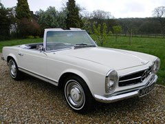 Navigate to Lot 366 - 1966 Mercedes-Benz 230SL