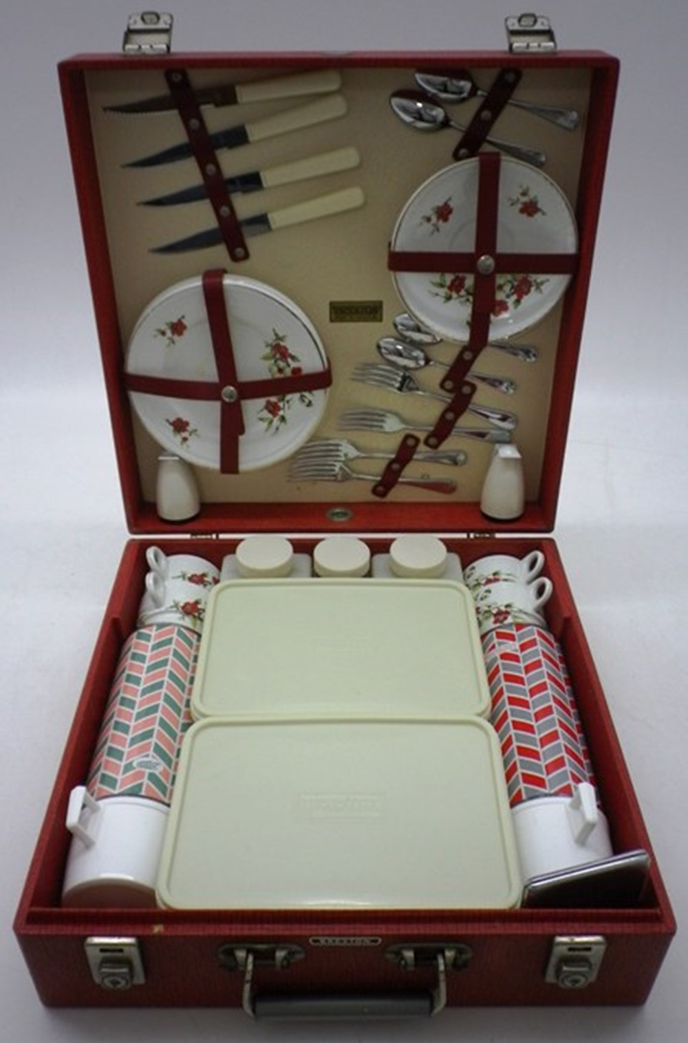 Lot 003 - A Brexton Picnic Set