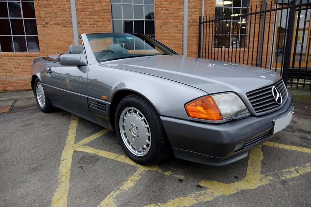 Lot 235 - 1989 Mercedes-Benz 500 SL Roadster