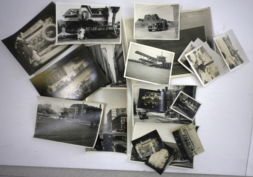 Lot 092 - Early black & white photos