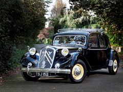 Navigate to Lot 218 - 1953 Citroën Traction Avant Six Familiale
