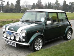 Navigate to Lot 303 - 2000 Mini Cooper Sport