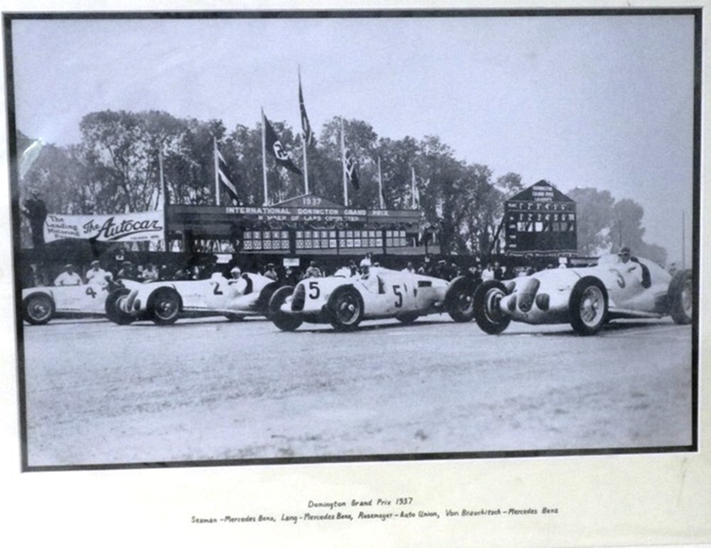 Lot 094 - Donnington grand prix photo print