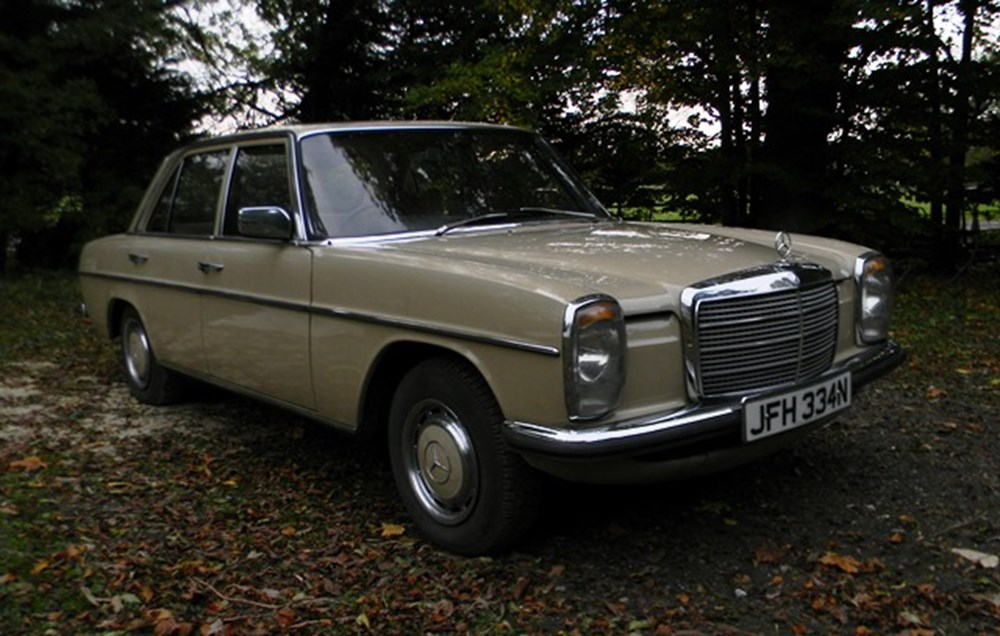 Lot 209 - 1975 Mercedes-Benz 200 saloon