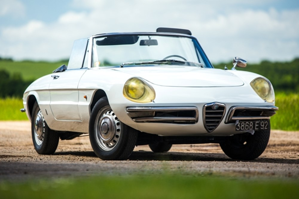 Lot 155 - 1966 Alfa Romeo Duetto 1600 round tail Spider