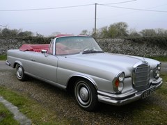 Navigate to Lot 325 - 1967 Mercedes-Benz 250SE Cabriolet