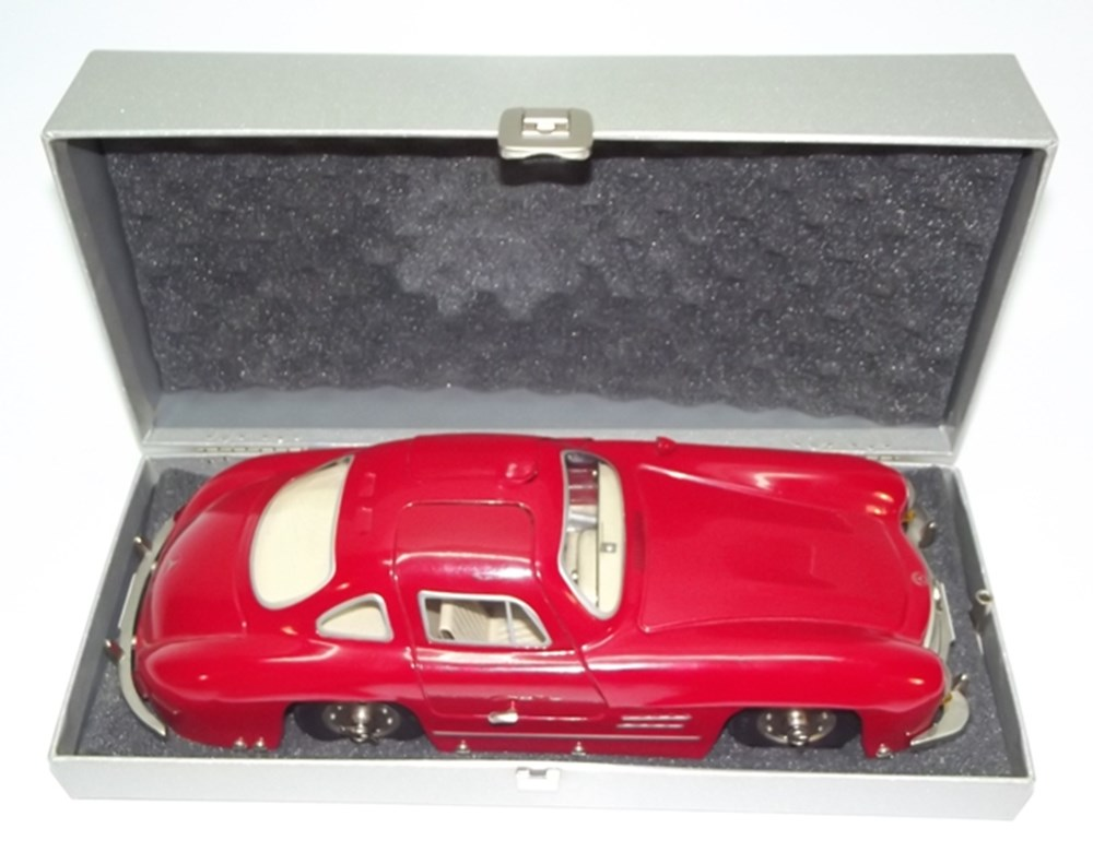 Lot 073 - Marklin Mercedes-Benz 300 SL model