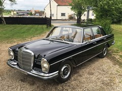Navigate to Lot 135 - 1966 Mercedes-Benz 250 S (W108)