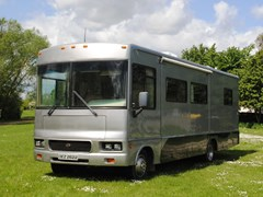 Navigate to Lot 361 - 2003 Winnebago Sightseer WFD30BR