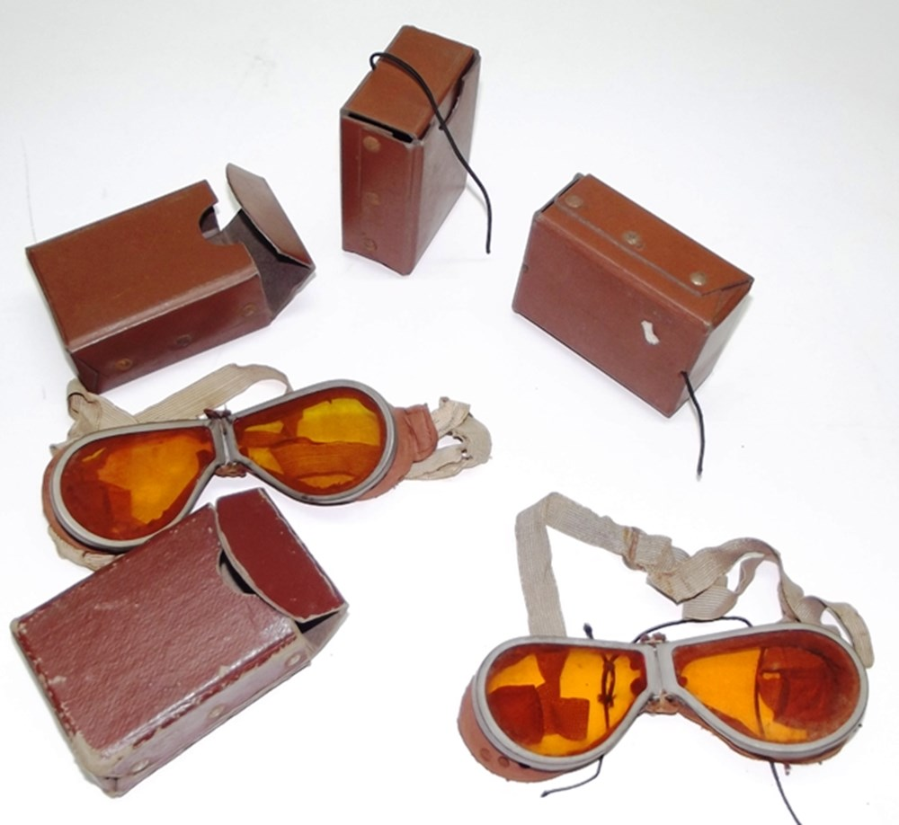 Lot 059 - Early motoring goggles