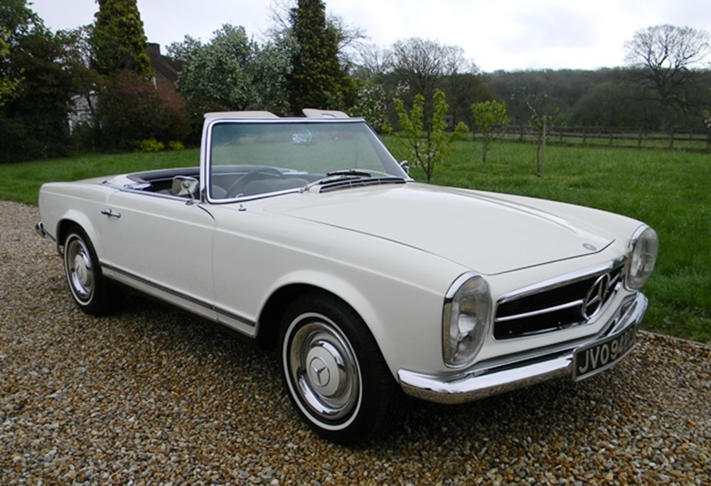 Lot 366 - 1966 Mercedes-Benz 230SL