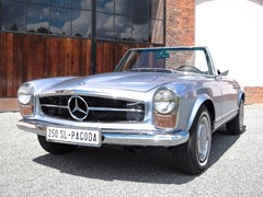Navigate to Lot 330 - 1967 Mercedes-Benz 250 SL Roadster