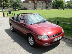 Navigate to Lot 209 - 1997 Ford Escort Ghia Cabriolet