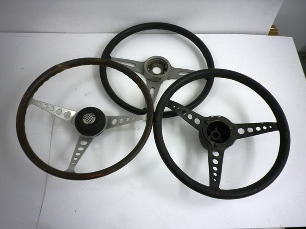 Lot 5 - Classic car steering wheels