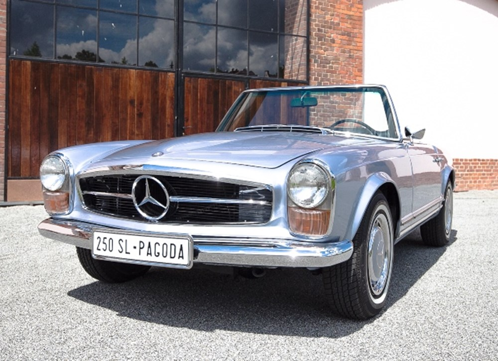 Lot 330 - 1967 Mercedes-Benz 250 SL Roadster