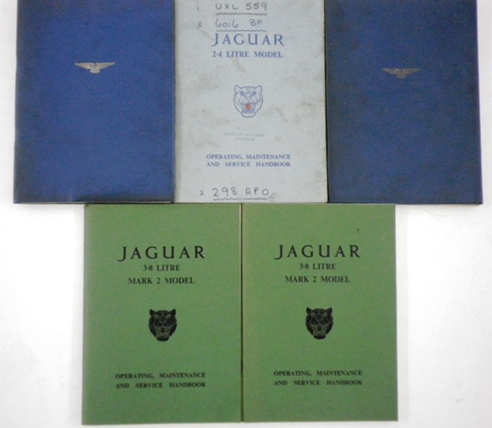 Lot 018 - Jaguar Service Manuals