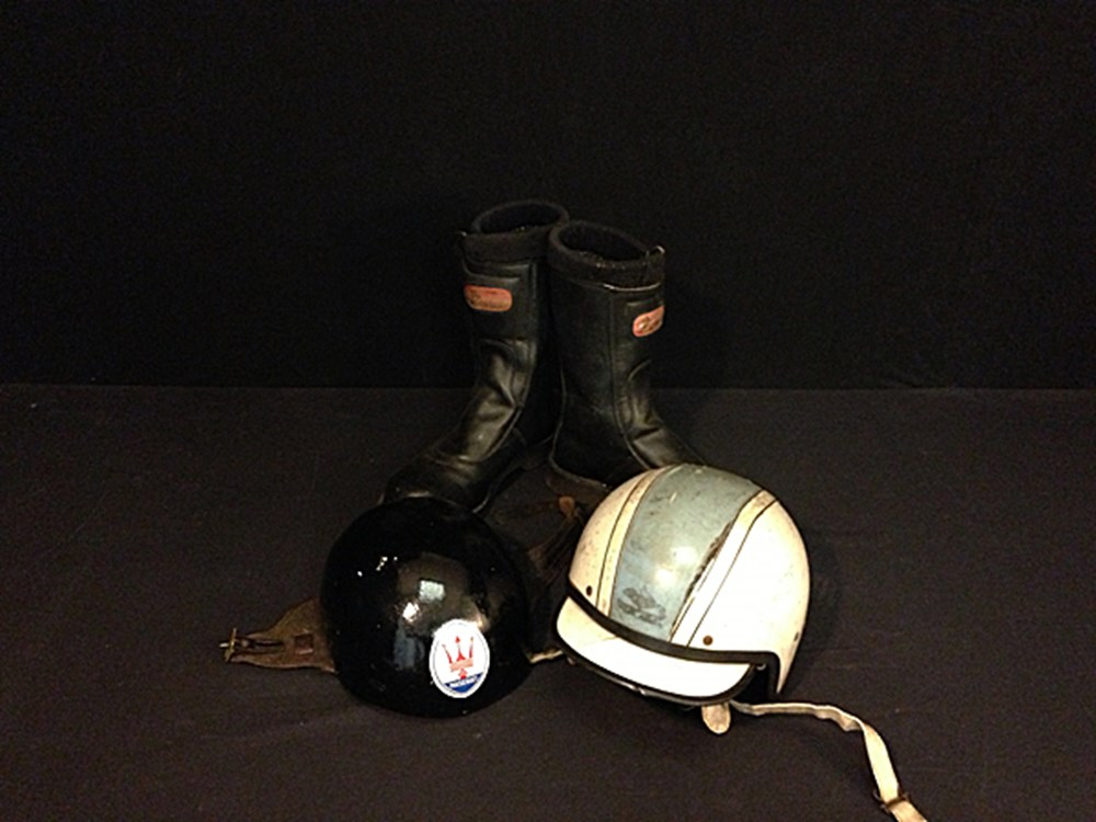 Lot 017 - Crash helmets