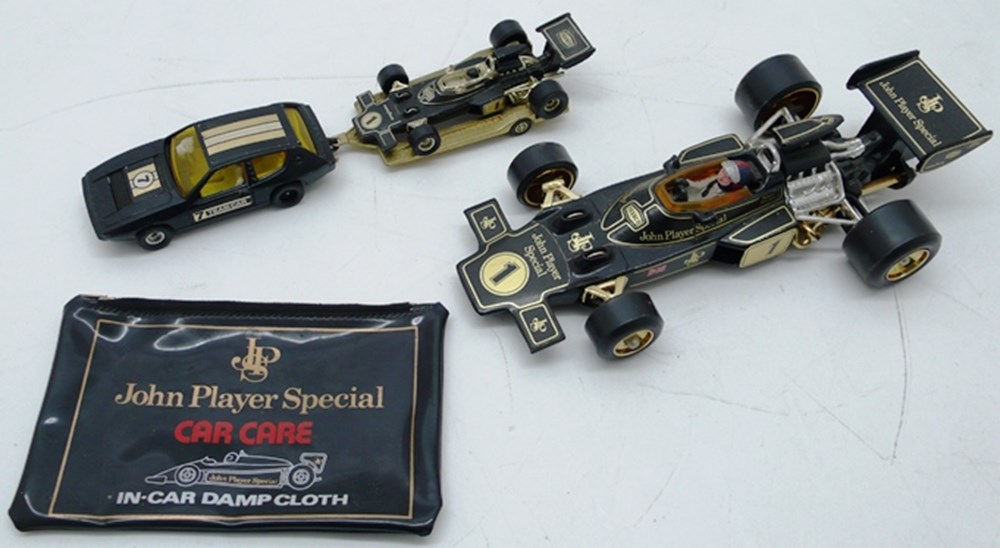 Lot 019 - Die-cast models