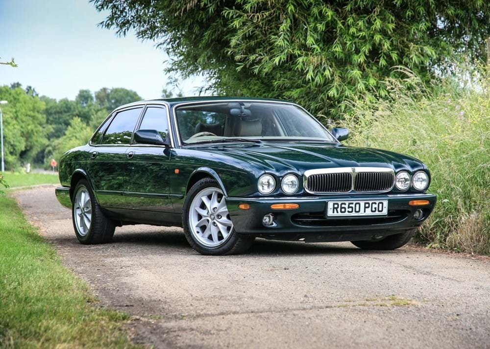 Lot 130 - 1998 Jaguar XJ8 (3.2 litre)