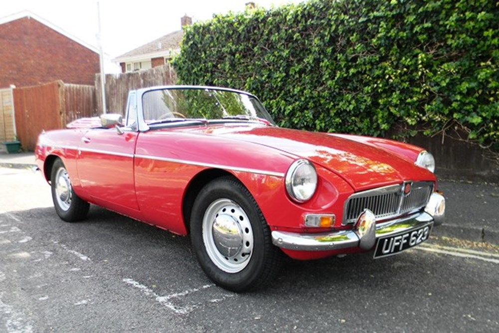 Lot 301 - 1963 MG B Roadster