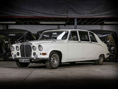 Navigate to Lot 255 - 1973 Daimler DS420