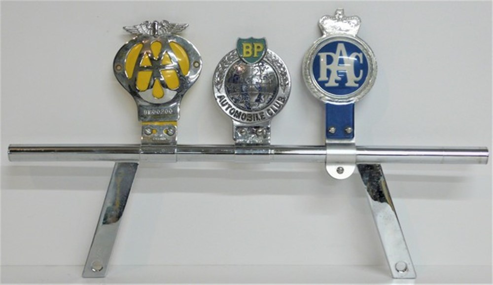 Lot 006 - Badge bar