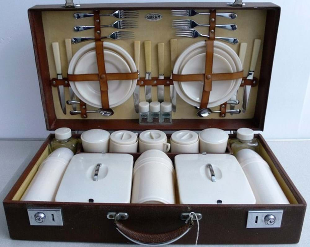 Lot 26 - A six person picnic set.