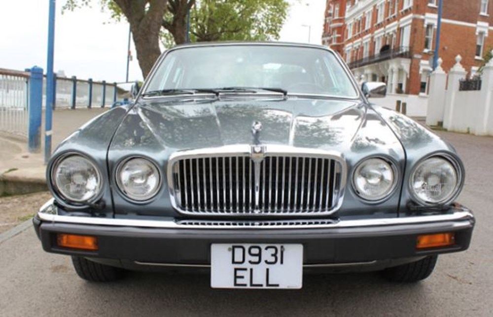 Lot 205 - 1986 Jaguar XJ12, Series III Vanden Plas