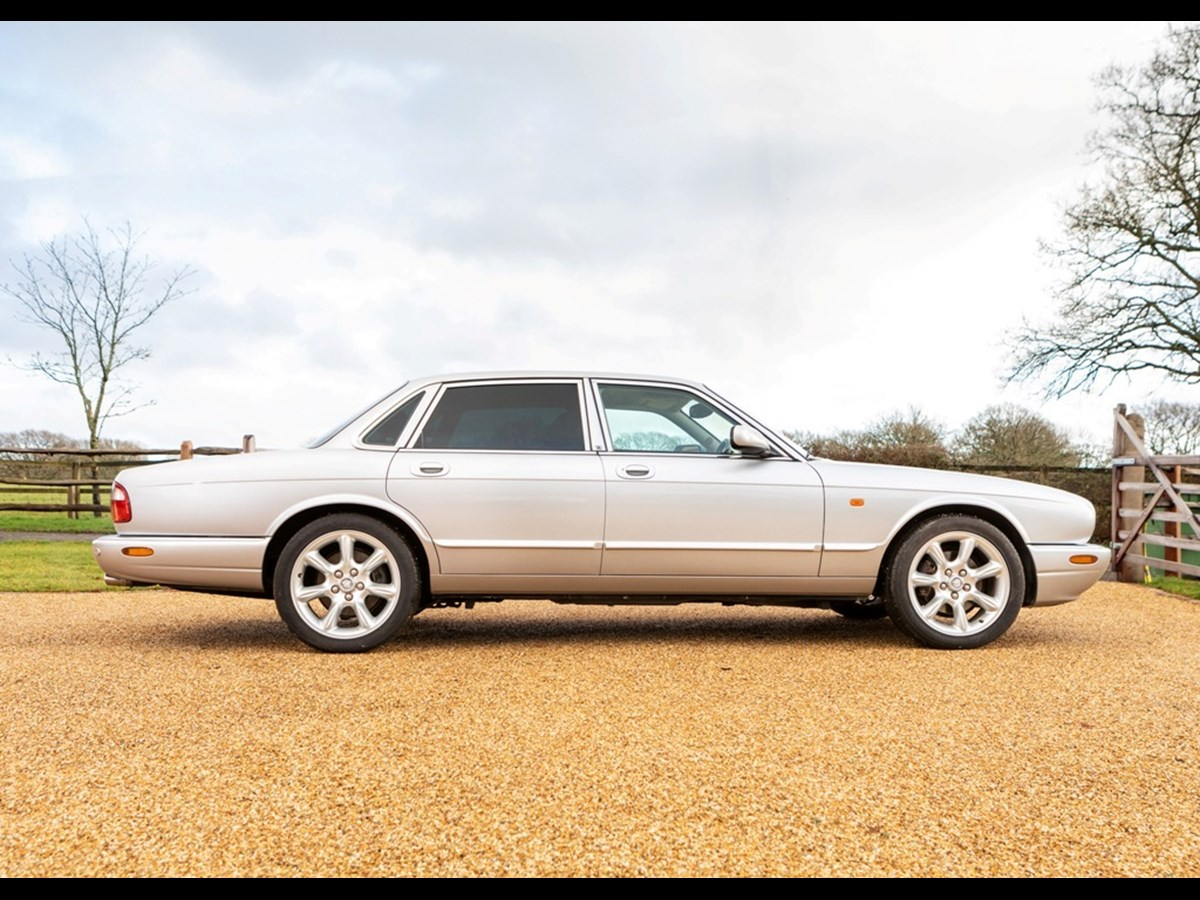 2002 Jaguar XJ8 Executive (3.2 litre)