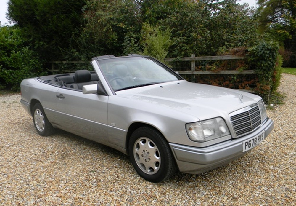 Lot 207 - 1996 Mercedes-Benz E220