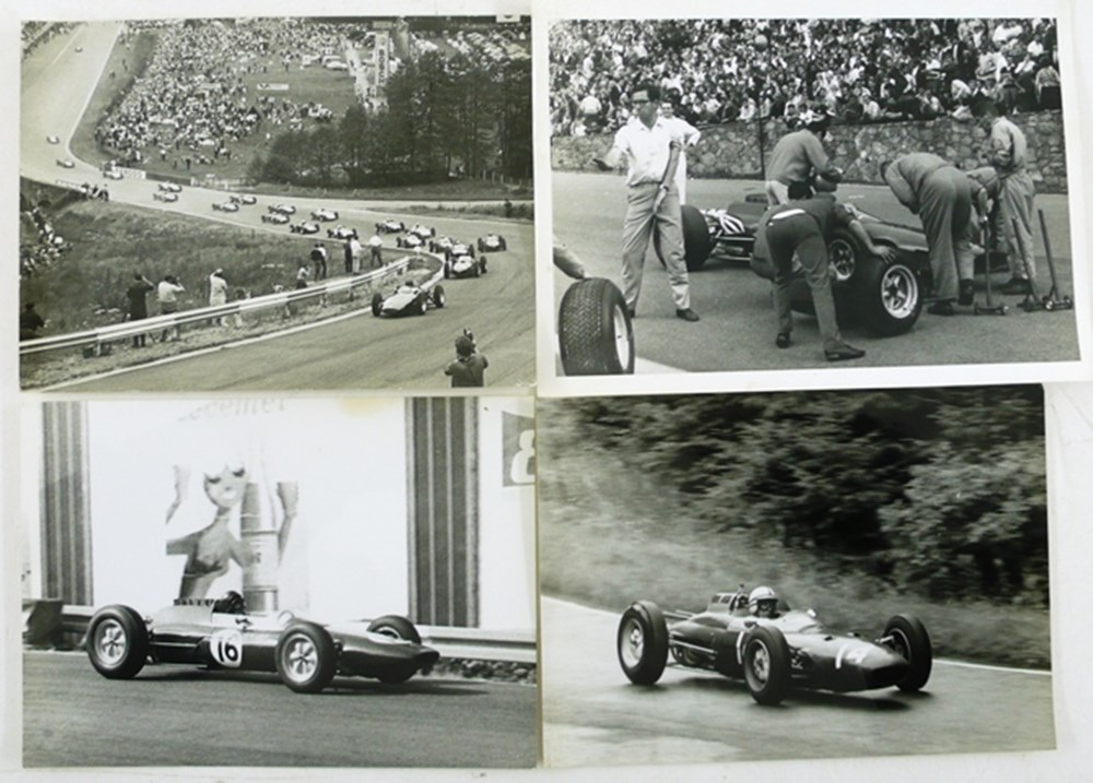 Lot 032 - Motor racing photographs