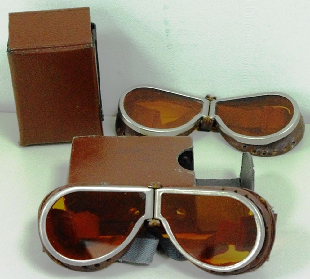 Lot 54 - Aviation/driving goggles.