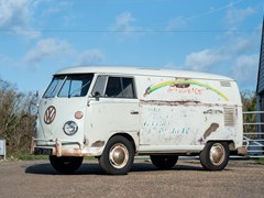 Navigate to Lot 126 - 1964 Volkswagen Splitscreen Panel Van