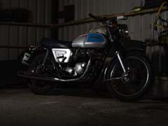 Navigate to Lot 102 - 1977 Triumph Bonneville Silver Jubilee Edition