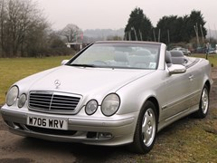Navigate to Lot 332 - 2000 Mercedes-Benz CLK 320 Elegance