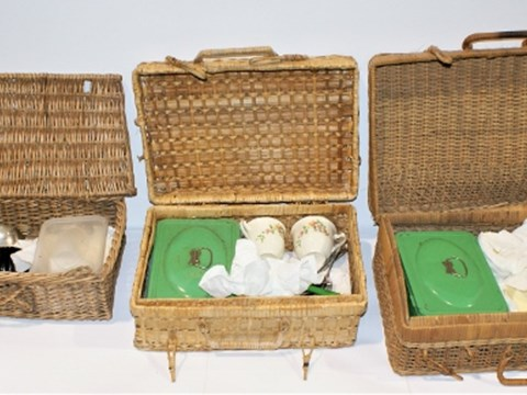 Lot 3. Picnic Sets