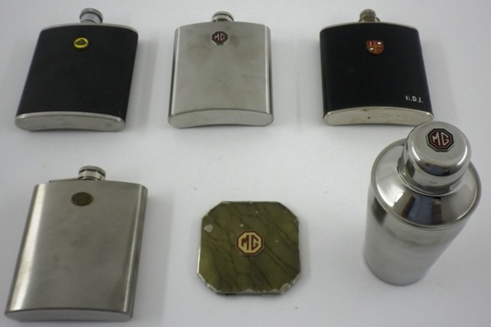 Lot 007 - Motoring collectables