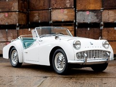 Navigate to Lot 164 - 1962 Triumph TR3B Roadster