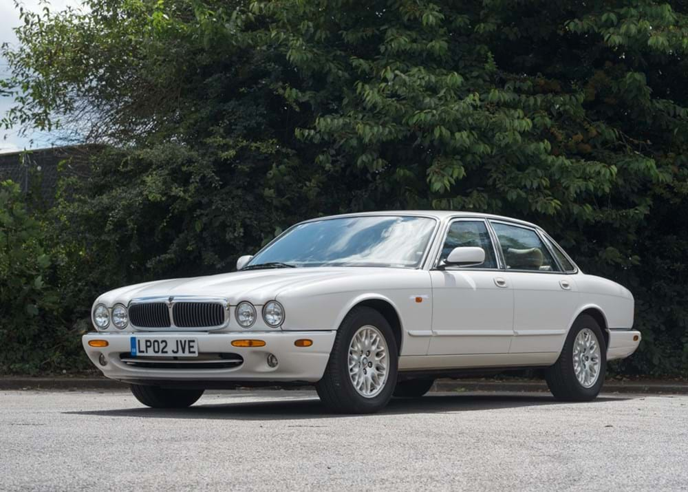 Lot 126 - 2002 Jaguar XJ8 3.2 V8