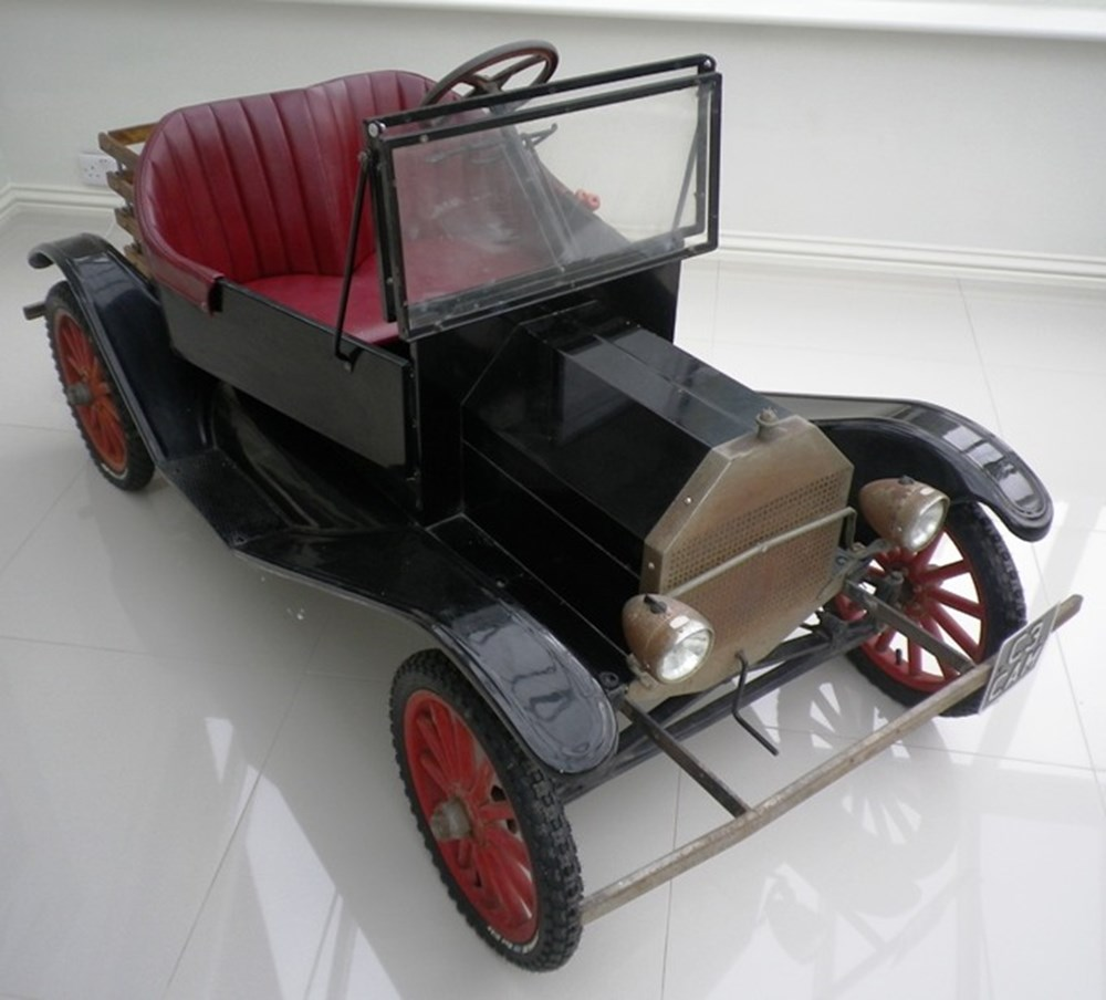 Lot 118 - A Ford model T-10 Torpedo child's car