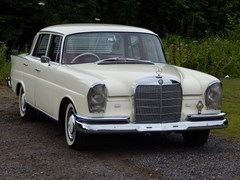 Navigate to Lot 353 - 1962 Mercedes-Benz 220 S Fintail Saloon