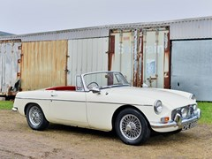 Navigate to Lot 329 - 1964 MG B Roadster