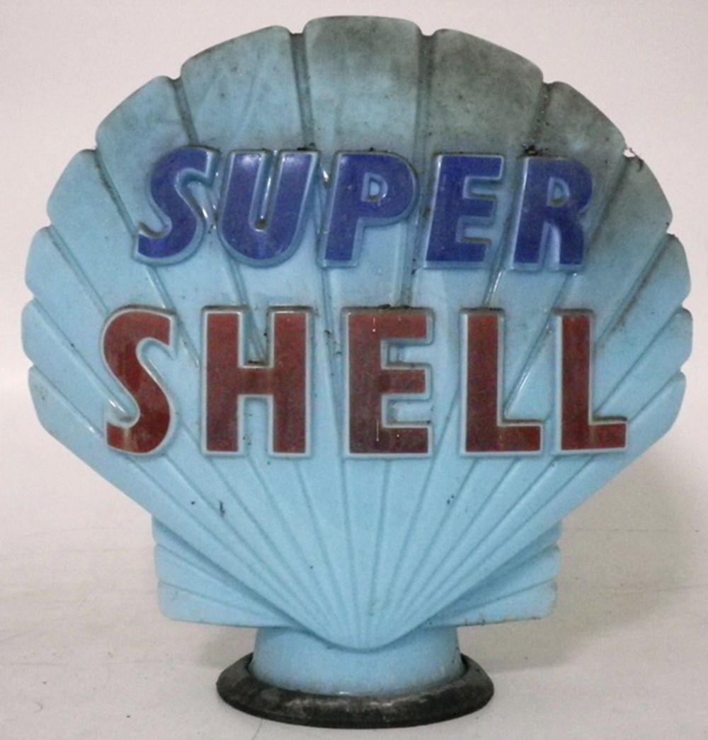 Lot 76 - A shell super globe.