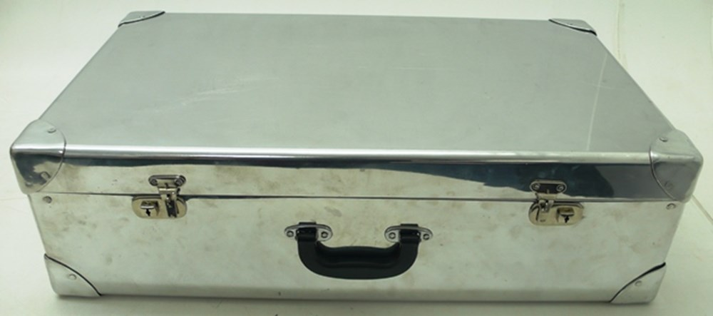Lot 094 - Aluminium suitcase