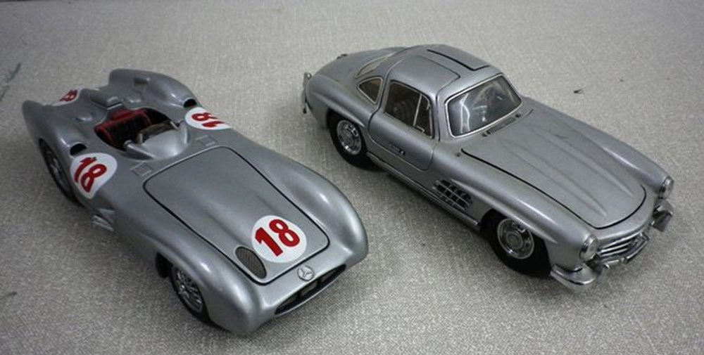 Lot 32 -  Mercedes-Benz models.