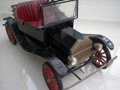Navigate to A Ford model T-10 Torpedo child's car