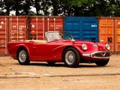 Navigate to Lot 152 - 1960 Daimler SP250