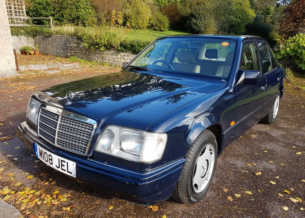Lot 335 - 1995 Mercedes-Benz E200