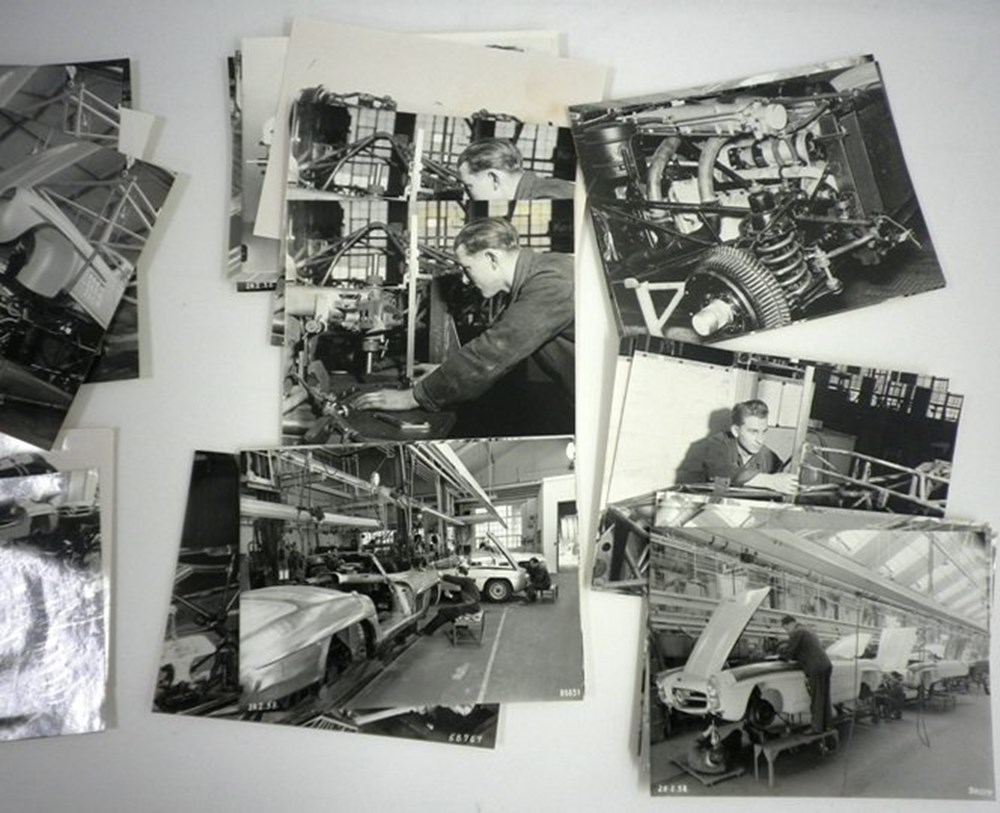Lot 41 - Mercedes-Benz factory black & white photo's