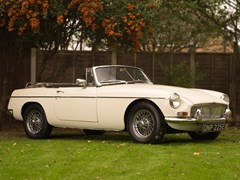 Navigate to Lot 210 - 1967 MG B Roadster
